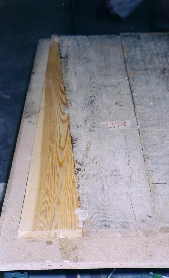 Integrazione a tassello dei pannelli con stessa essenza lignea (vista posteriore)