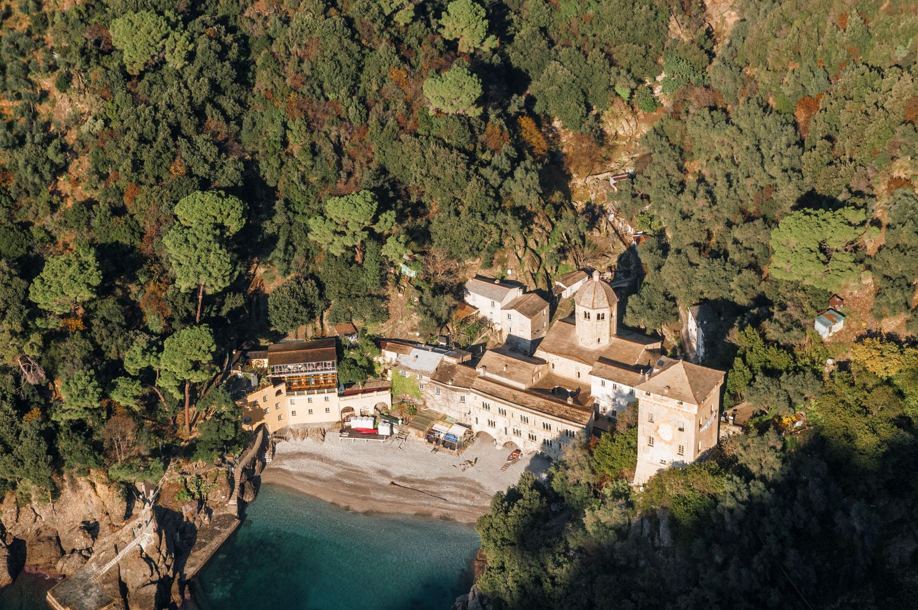Il lavoro di restauro di Formento Restauri, ditta edile con sede a Finale Ligure, Savona, sull'Abbazia di San Fruttuoso.