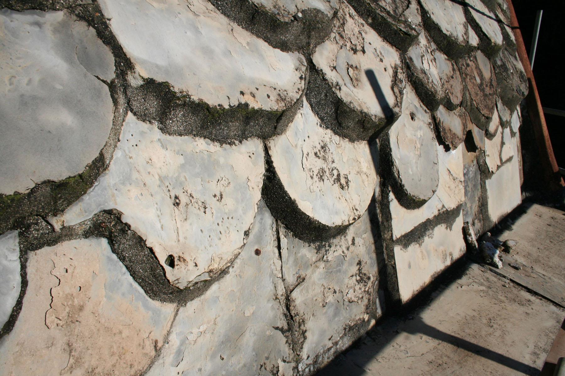 Esempi di degrado della copertura della torre