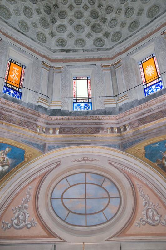 Tamburo della cupola dopo il ripristino dei decori originali