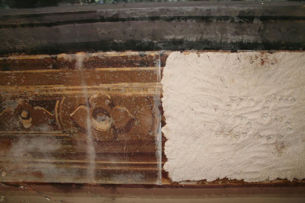 Stesura della carta giapponese e applicazione dell'impacco di carbonato di ammonio con polpa di cellulosa