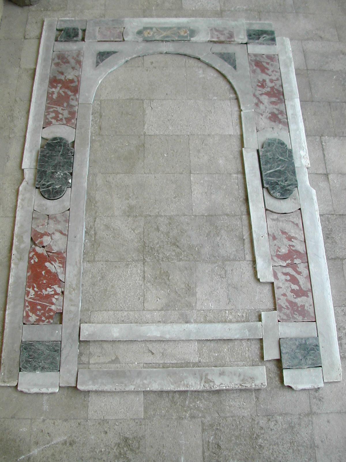 Ricostruzione della cornice marmorea della nicchia di San Giuseppe