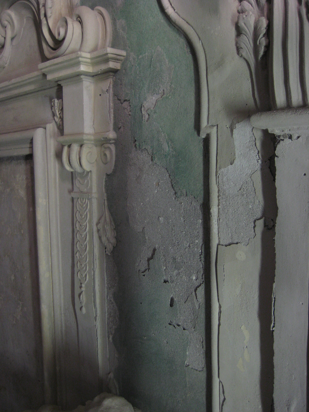 Degrado delle pareti: distacchi di intonaco e crepe
