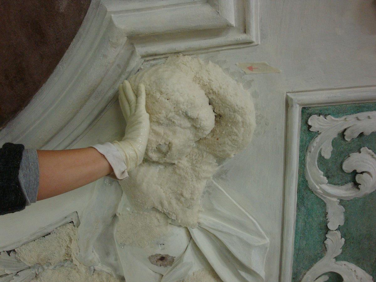 Impacco di carbonato di ammonio con polpa di cellulosa