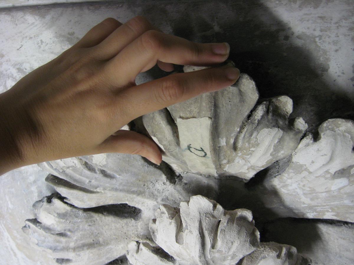 Sostituzione dei perni metallici e ricomposizione degli stucchi danneggiati