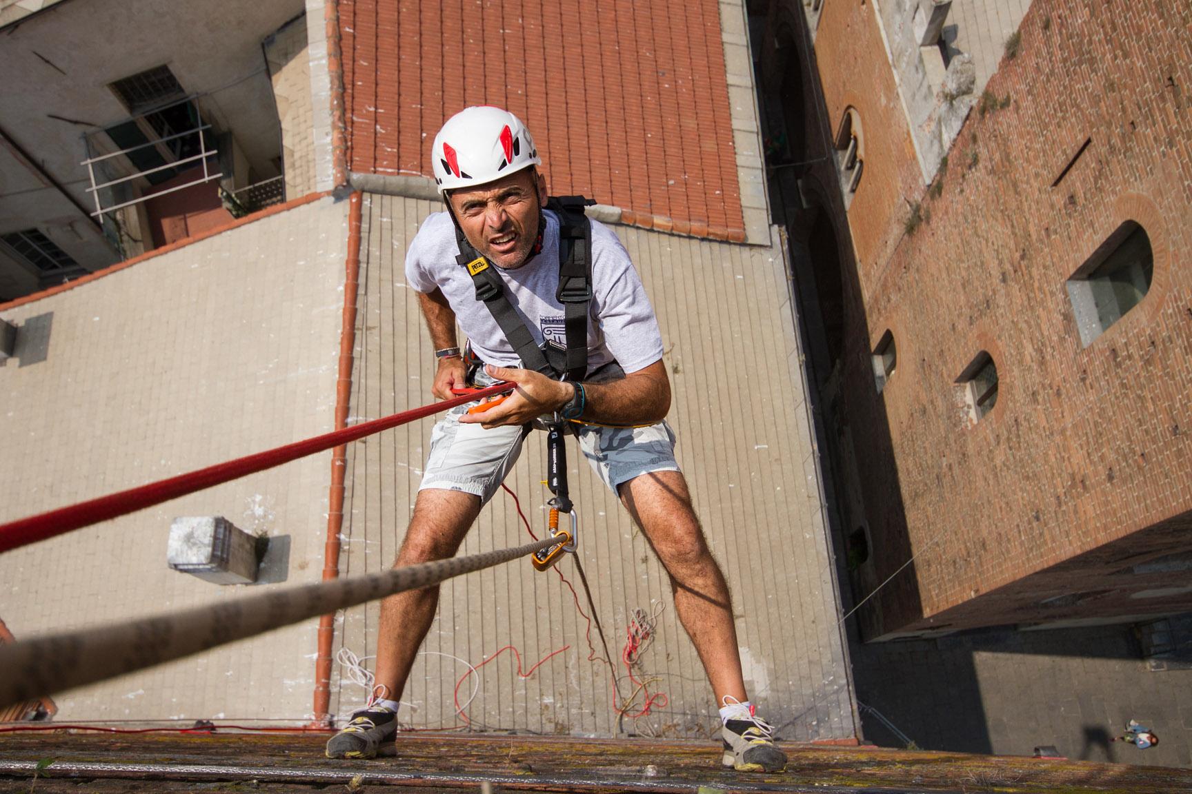 Le maestranze della ditta edile Formento restauri sono specializzate in Restauri in quota, su fune, senza l'utilizzo di ponteggi.