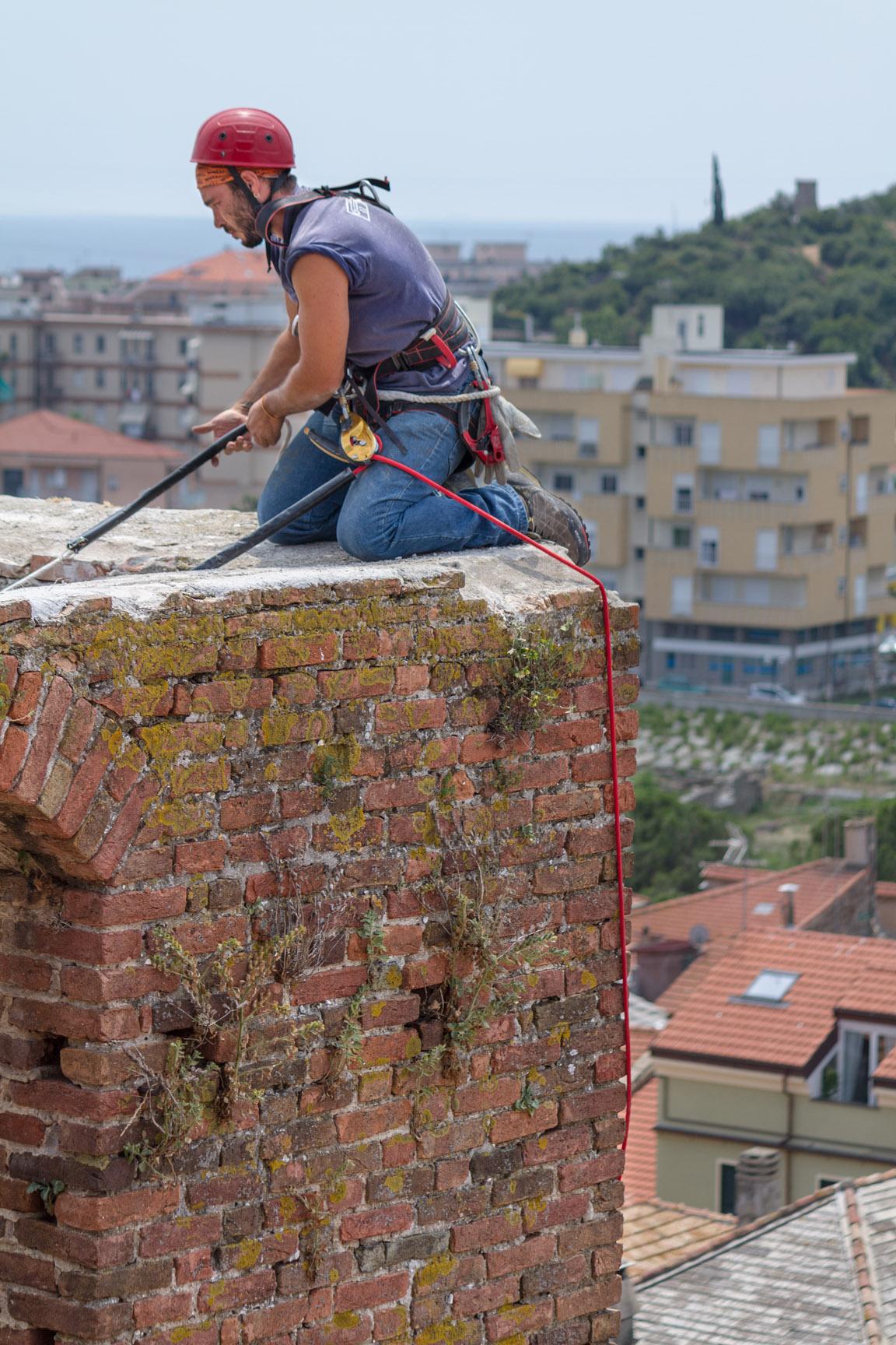 Le maestranze della ditta edile Formento Restauri sono specializzate in restauri in quota, messa in sicurezza e restauro di edifici storici.
