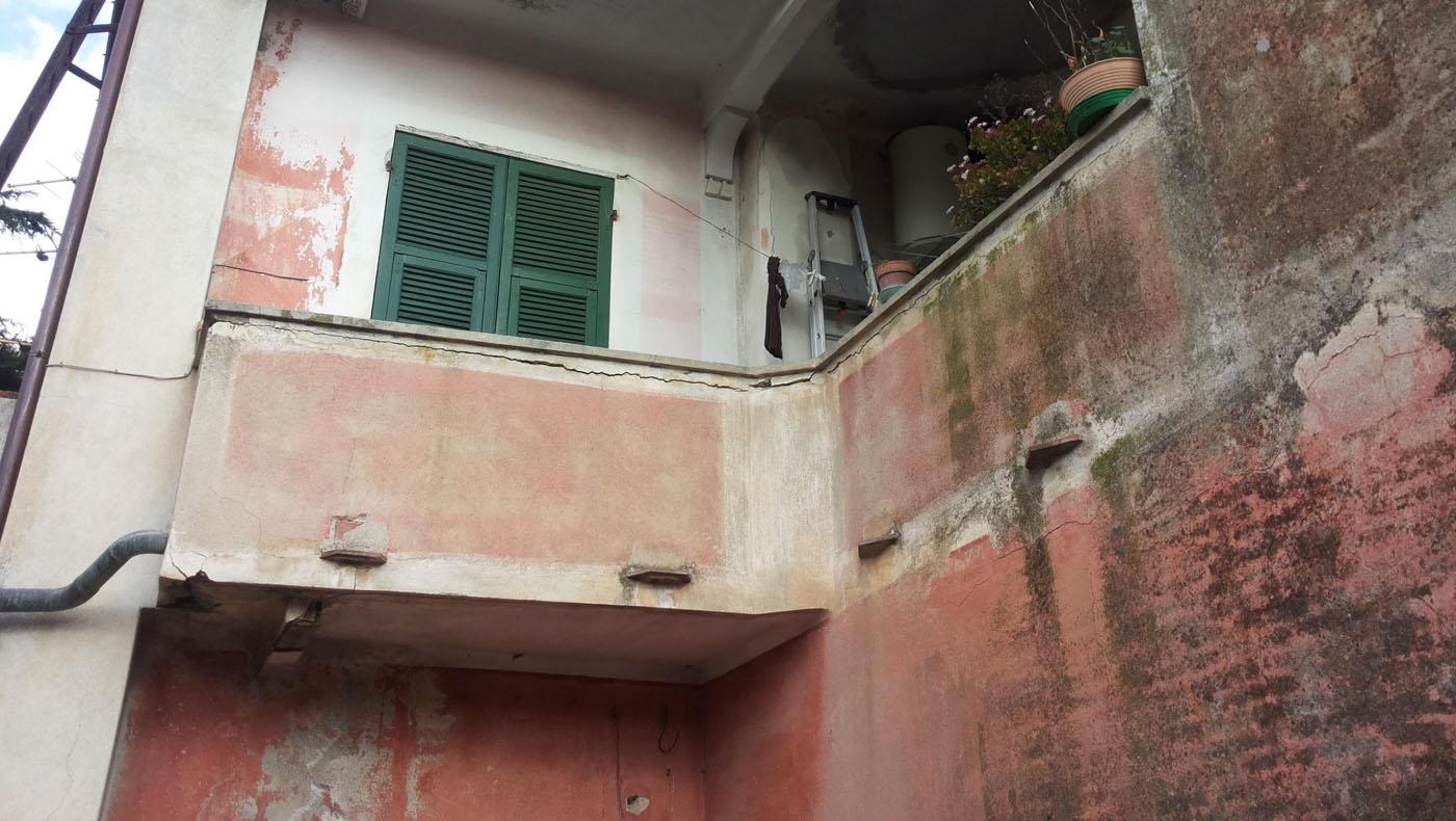 Porzione di Prospetto Sud ( sopra e sotto il terrazzo) su cui è stata recuperata cromia coeva alla porzione di facciata Ovest
