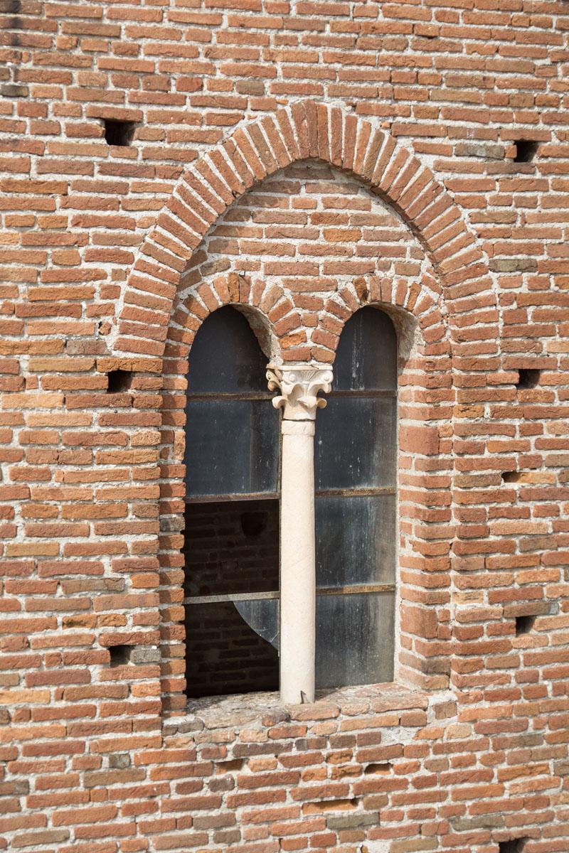 Gli operai di Formento Restauri sono specializati in messa in sicurezza e sostituzione di vetri e infissi danneggiati.